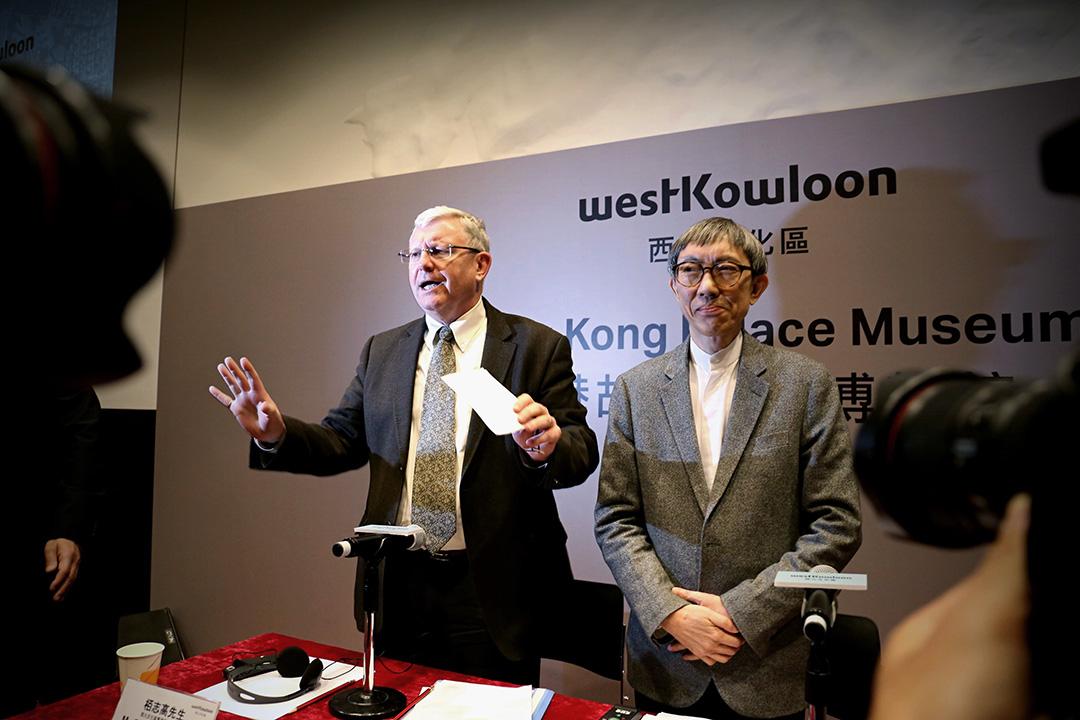 西九文化區管理局行政總裁栢志高與獲委聘為香港故宮文化博物館設計顧問的建築師嚴迅奇。