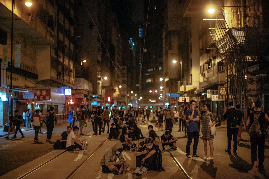 2016年11月6日,本土派發起在中聯辦外示威,抗議人大就宣誓風波釋法。
