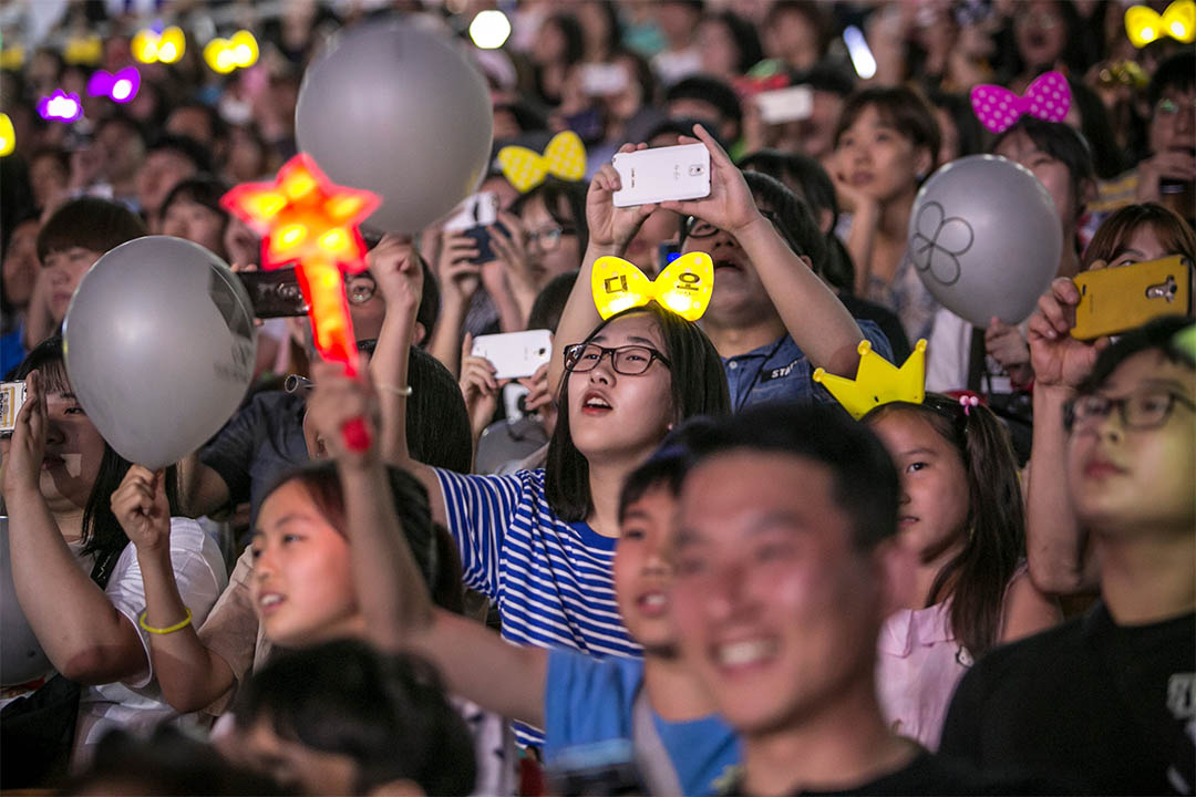 圖為2016年6月18日,韓星演唱會上,歌迷歡呼打氣。