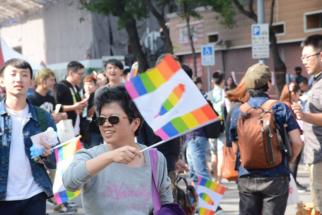 12月26日,立法院外有許多家長前來支持同性婚姻平權的《民法》修正草案通過。圖片非受訪者。