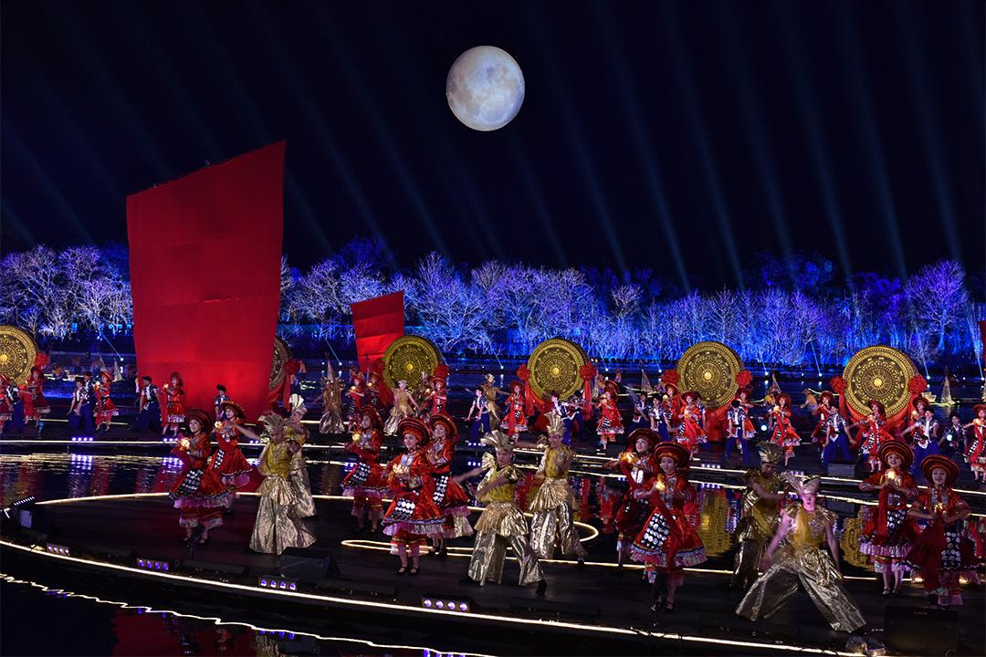 每年春晚,都會有充滿民族特色的表演。