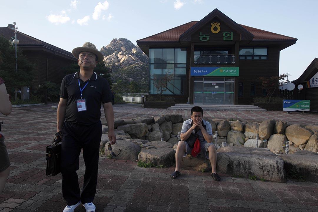中國遊客在北韓旅行。