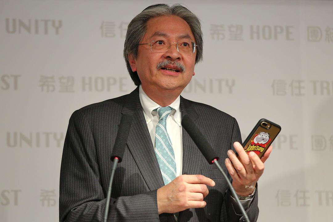 曾俊華的民望現在最高,主要與其親民形象有關。
