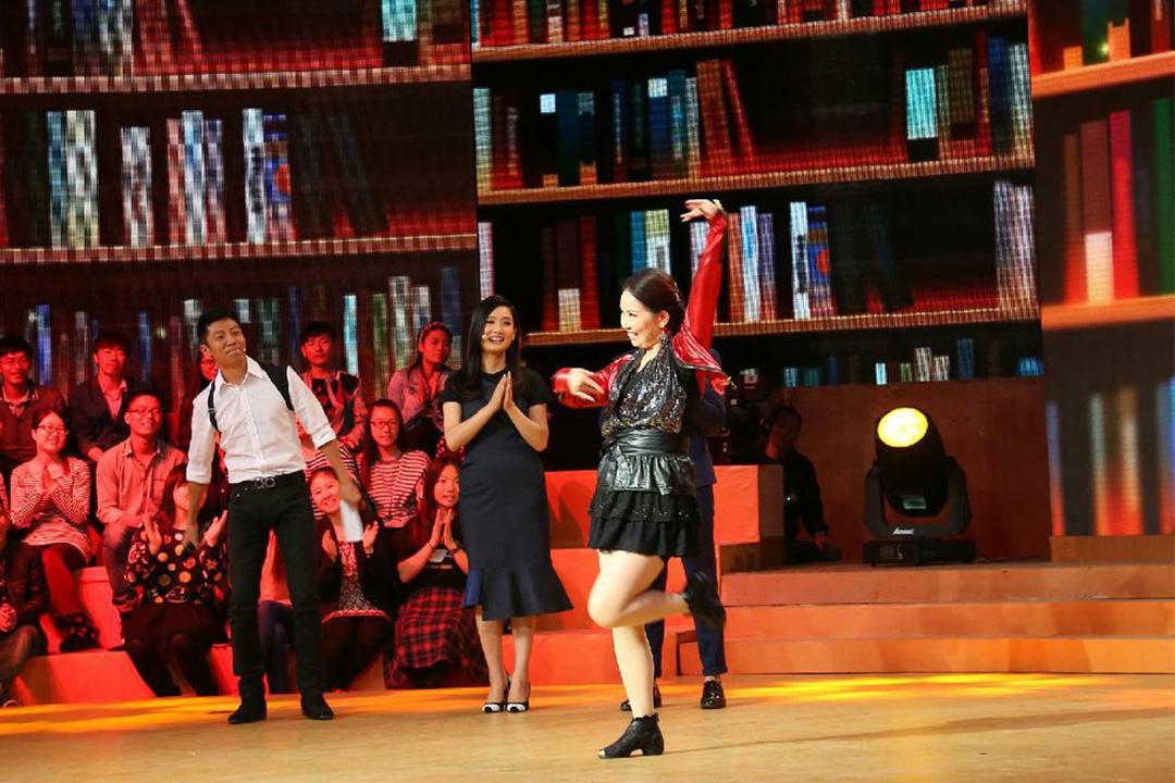 美久參加中央電視台的《開講啦》節目。
