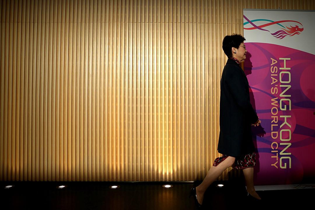 2017年01月12日,林鄭月娥辭宣布辭去政務司司長職務。
