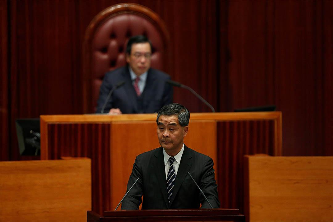 2017年1月18日,香港特區行政長官梁振英在立法會主席梁君彥前發表施政報告。