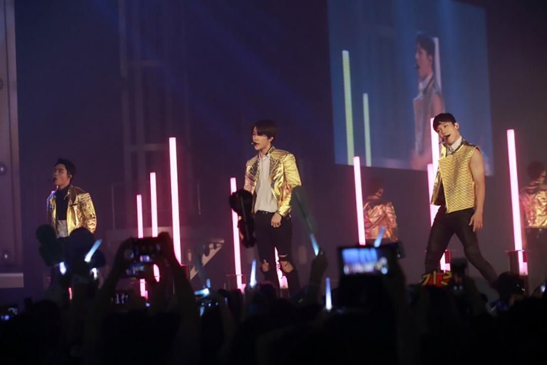 南韓男團EXO於2015年舉行EXOPLANET #2 - The EXO'luXion演唱會。