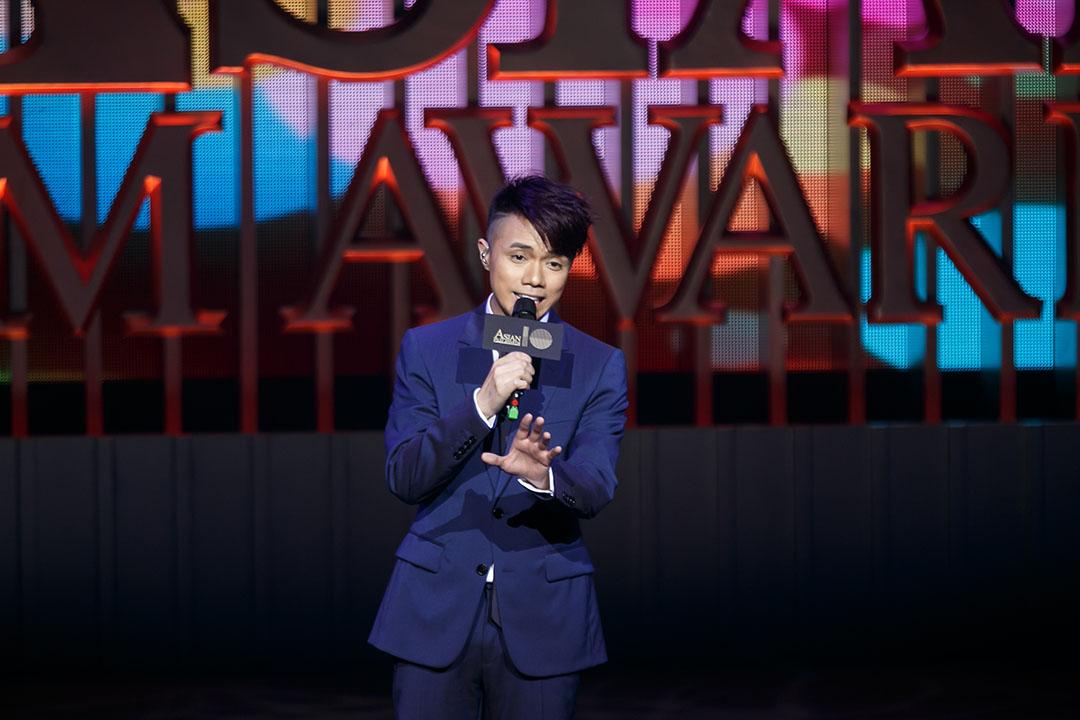 香港歌手張敬軒於第10屆亞洲電影大獎表演。