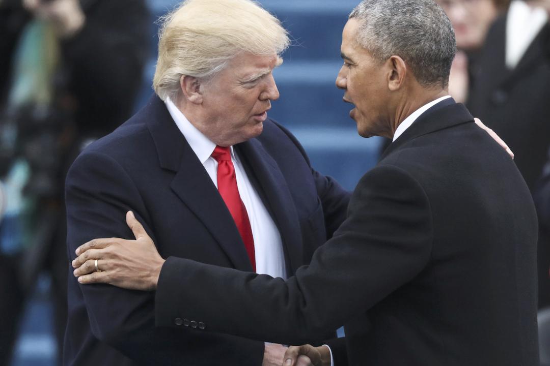 特朗普宣誓前夕,奧巴馬與他打招呼。