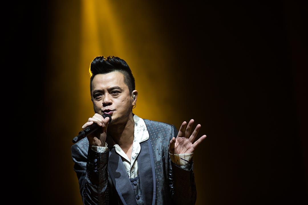 內地多個音樂網站、手機應用程式把黃耀明、何韻詩、陳昇、徐若瑄等港台歌手的歌曲下架。