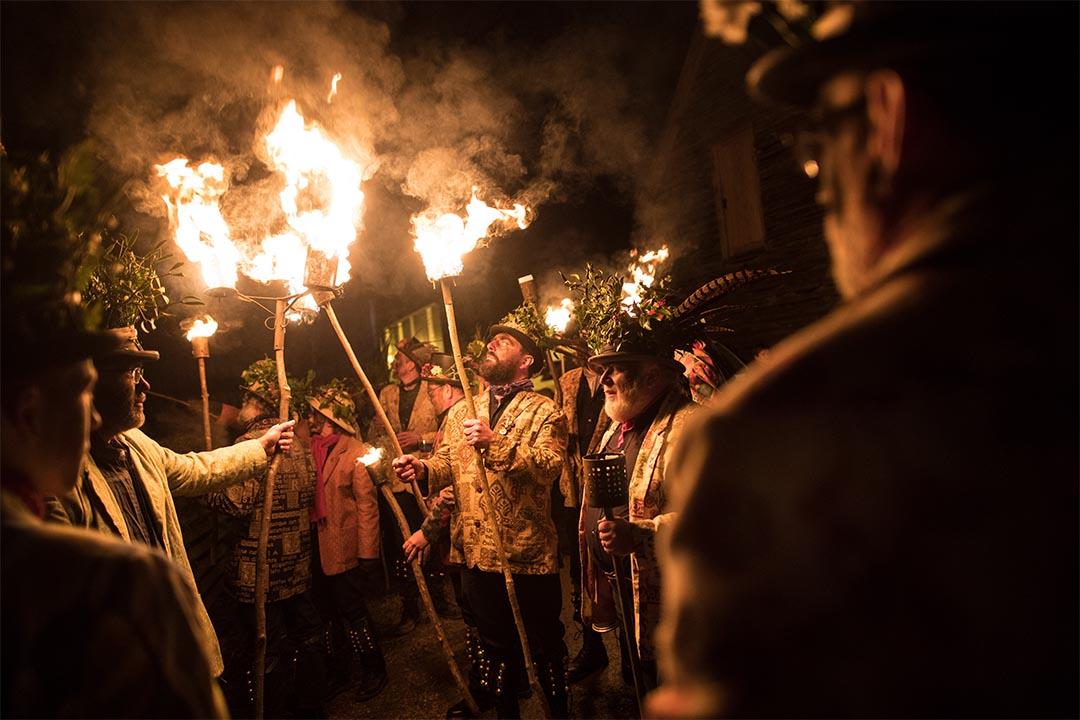 2017年1月4日,英格蘭窩士打郡,人們參與節慶點火儀式。