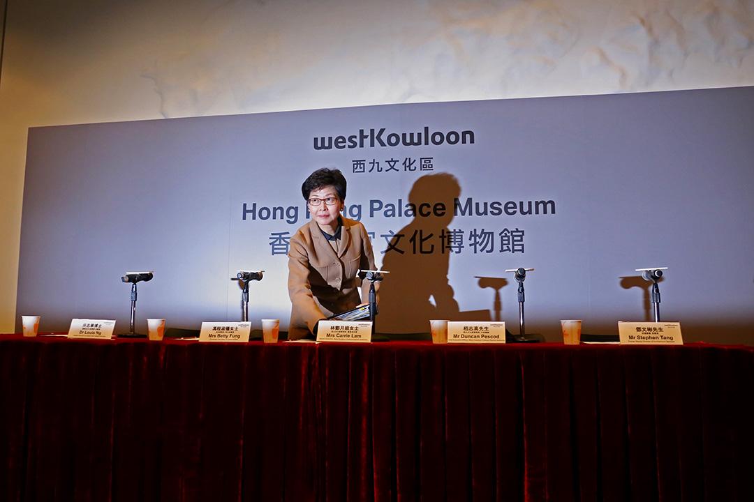 身兼西九文化區管理局董事局主席的政務司司長林鄭月娥出席西九文化區管理局就興建香港故宮文化博物館一事舉行記者會。