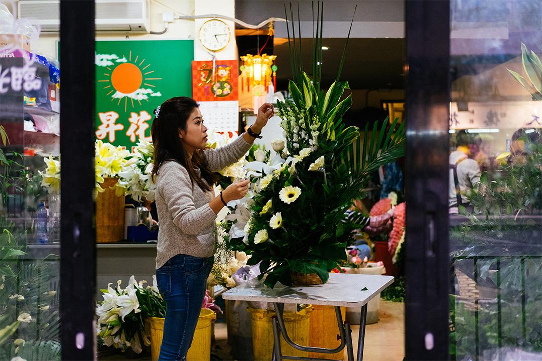 陳慧雅自2010年起便從事殯儀花藝師一職。