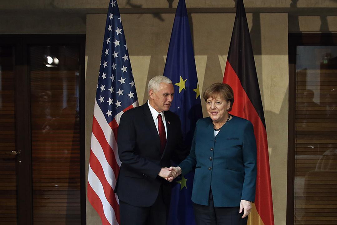 美國副總統彭斯訪歐洲,與德國總理默克爾會面,強調美國支持北約。