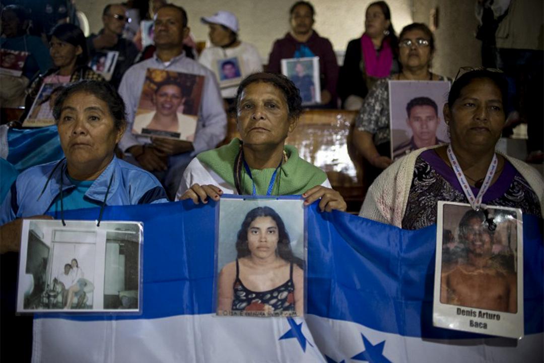 大篷車上的母親,在墨西哥尋找他們失蹤的兒女。