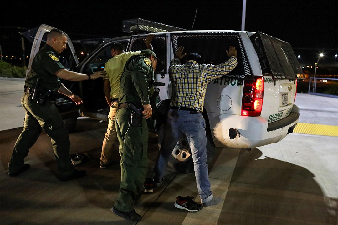 特朗普下達更嚴厲的規定,更大範圍地逮捕並遣返非法移民,並加快他們離境的速度。
