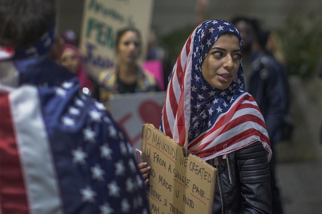 2017年2月4日,洛杉磯有示威者遊行支持美國上訴法院駁回立即恢復特朗普入境禁令的請求。