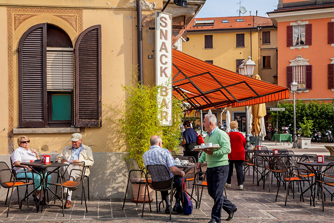 意式街角咖啡吧,通常是家庭式經營,早已融入到當地日常生活的常態當中。