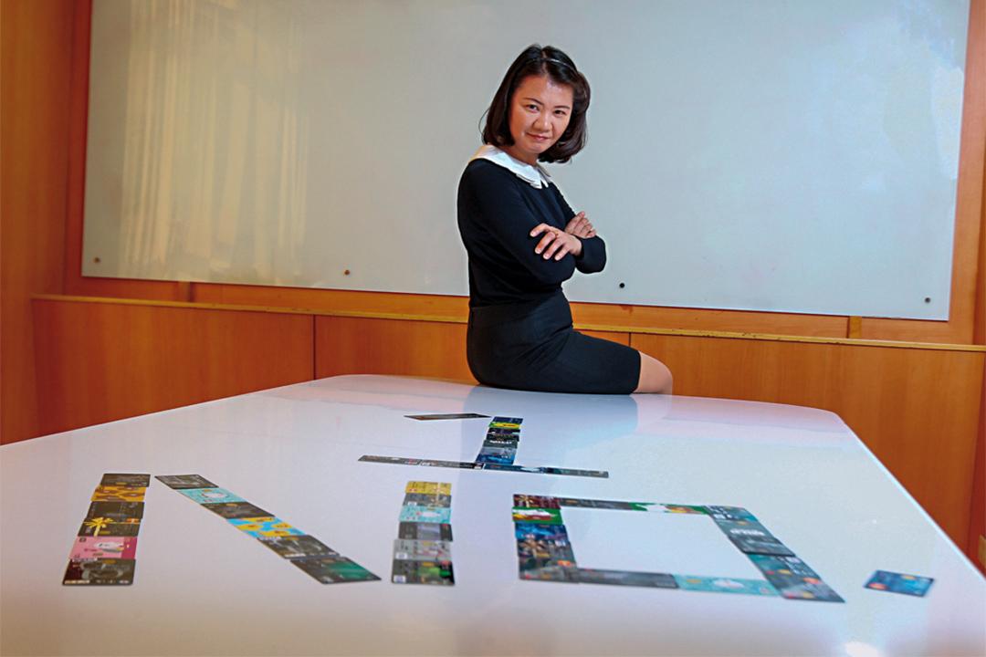 25年間,郭麗華共計被拒85萬次,但換回「信用卡女王」的封號。