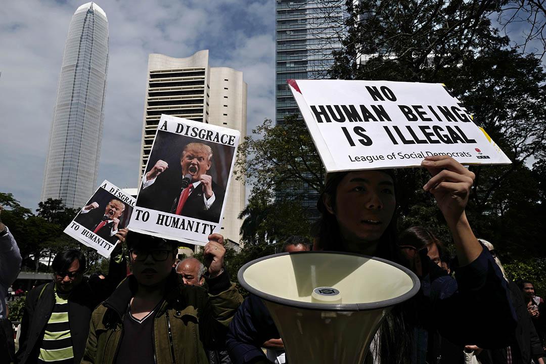2017年2月1日,香港, 有示威人士前往美國駐香港大使館外抗議,特朗普有關移民入境的行政命令。