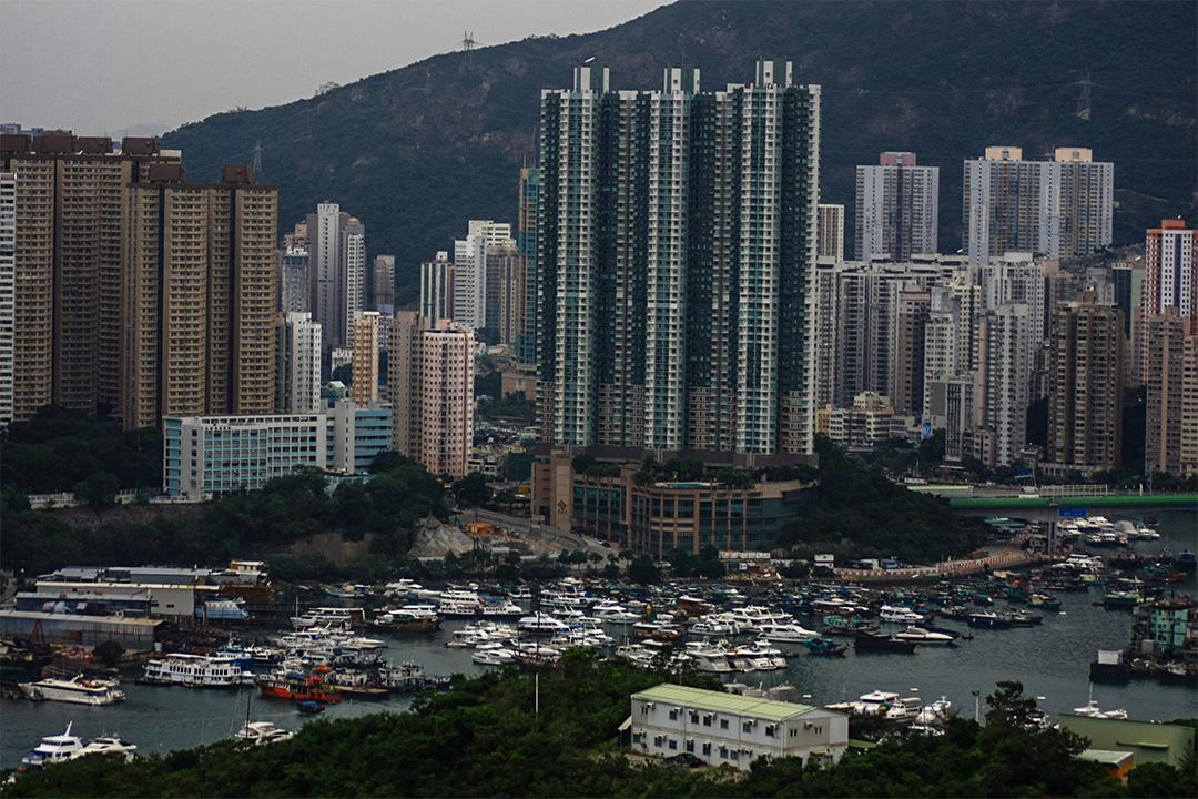 香港發展局剛公布2017至18年度賣地計劃,將預留28幅住宅用地賣予發展商起私營住宅,預計可供應合共約18910個住宅單位,稱可對應香港居住問題。