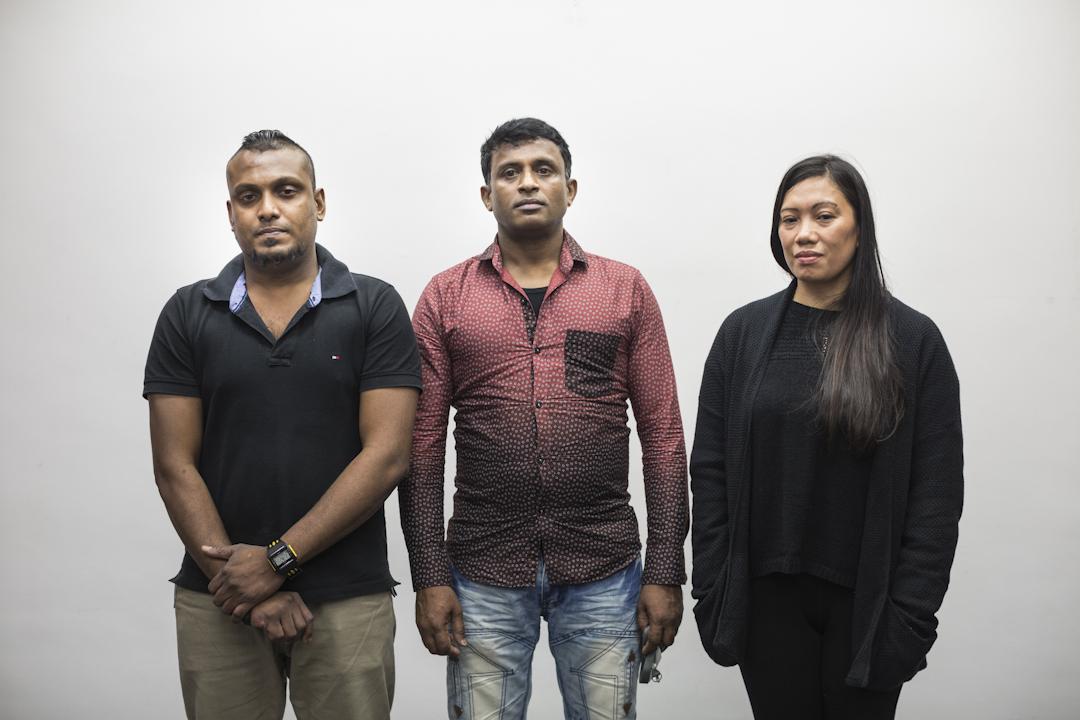 2013年在香港庇护前美国国家安全局雇员斯诺登的三位难民Supun,Ajith和Vanessa,他们来自三个家庭。