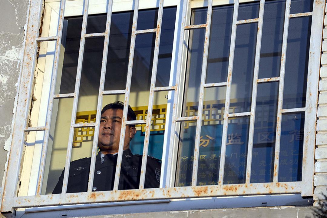 2016年2月7日,北京金鍾監獄,除夕夜在萬家團圓看春晚的時候,獄警卻只能盯著監控屏,掌握各監舍的動向,確保春節監區平安無事。