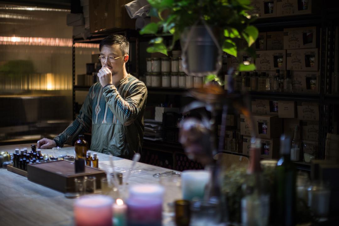 香港手作蠟燭品牌BeCandle的創辦人Xavier Tsang。