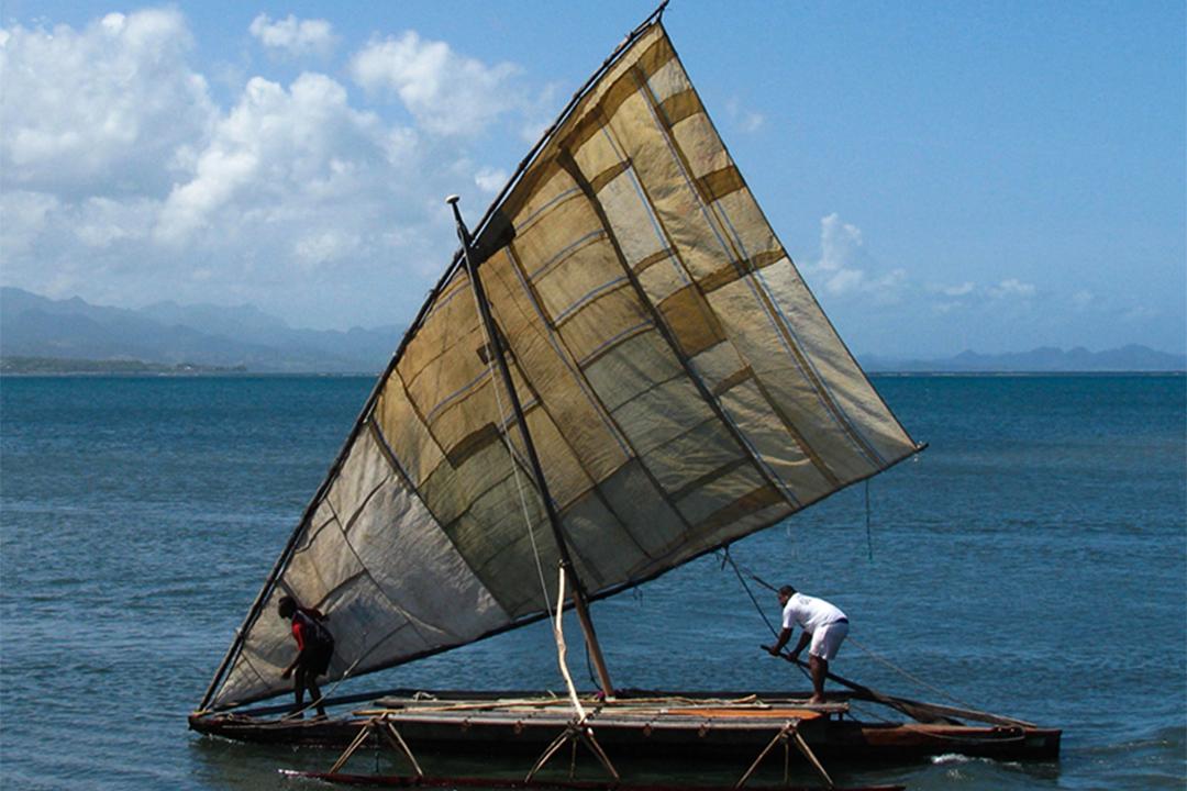 邊架艇獨木舟 camakau。