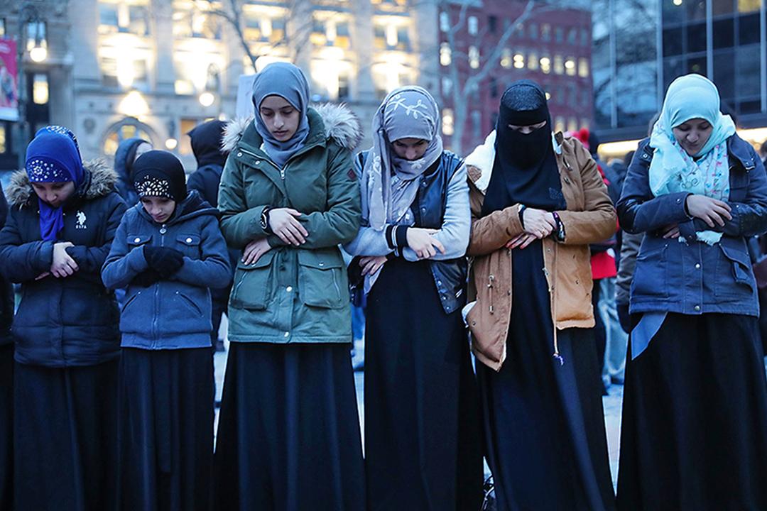 2017年2月1日,穆斯林婦女在曼哈頓抗議特朗普的移民禁令。