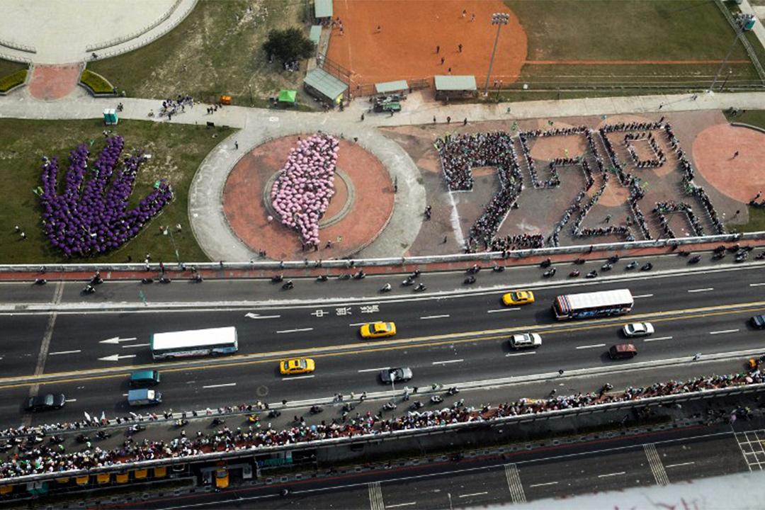 2004年2月28日,大約有200萬臺灣民眾參與牽手護台灣。