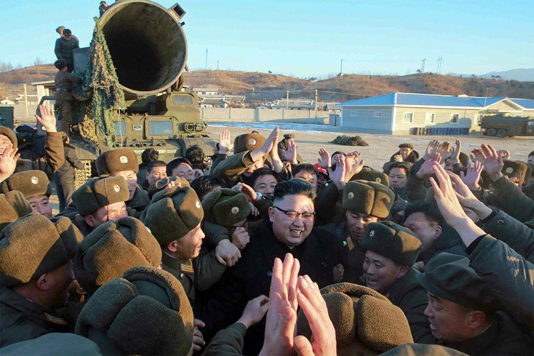 據報道,金正恩指示,基於去年8月潛射導彈(SLBM)水下試射取得的成果,將這一武器體系研發成地對地彈道導彈,延長射程。