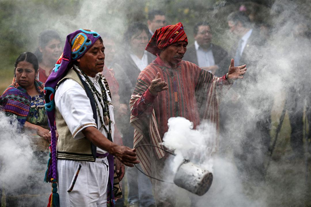 危地馬拉,有幾位瑪雅人的精神領袖在Kaminal Juyu考古遺址舉行傳統儀式。
