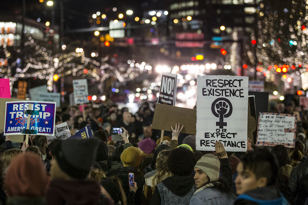 2017年1月29日,示威者在美國西雅圖一主要街道集會抗議特朗普的入境禁令,這個週末該地區還有數個大型示威。