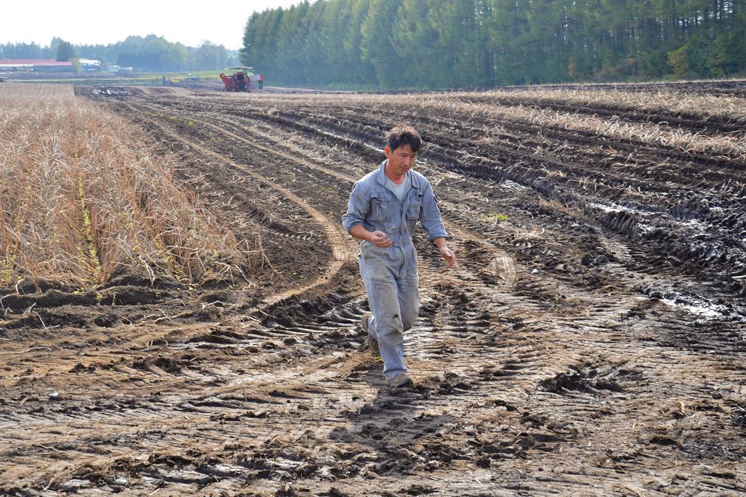 由於秋收農事忙,竹俣廣幸沒辦法離開現場,所以約了在田裡受訪。