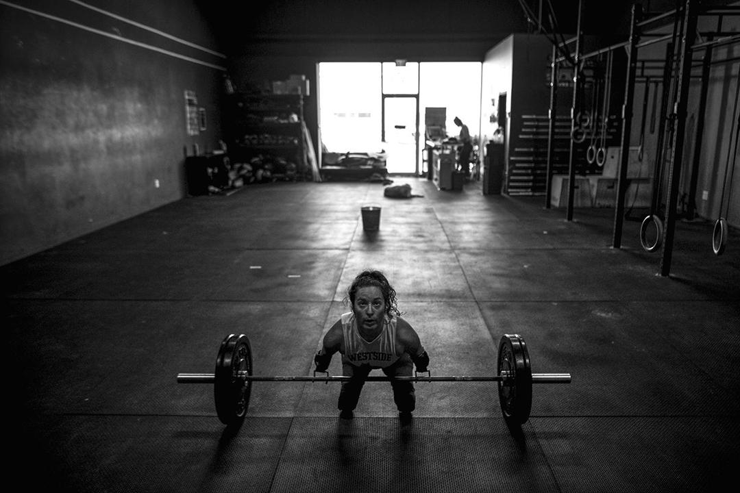 來自加拿大的Lindsay Hilton,出世時沒有手和腳,卻能舉100磅的槓鈴。