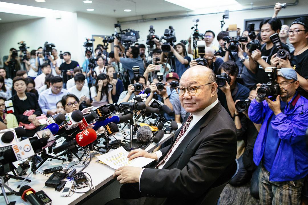 2016年10月27日,香港退休大法官胡國興宣布參與特首選舉。