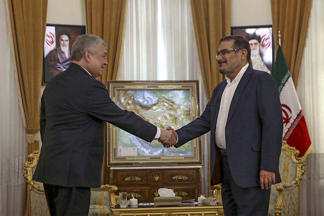 2017年2月5日,伊朗最高國家安全委員會秘書長Ali Shamkhani (右) 與俄羅斯敘利亞問題特別大使Alexander Lavrentiev會面。