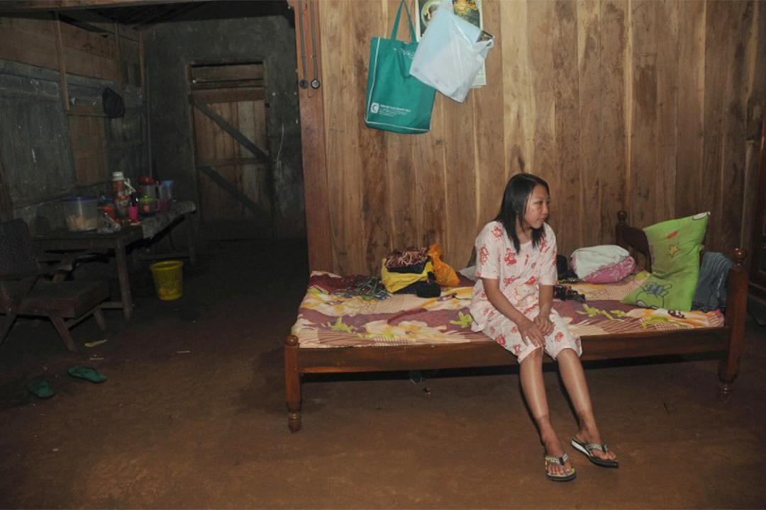 印傭Erwiana Sulistyaningsih曾投書報章,以受虐過來人經驗為Mary Jane Veloso鳴冤。圖為2014年4月,Erwiana於家鄉爪哇島養傷的情境。