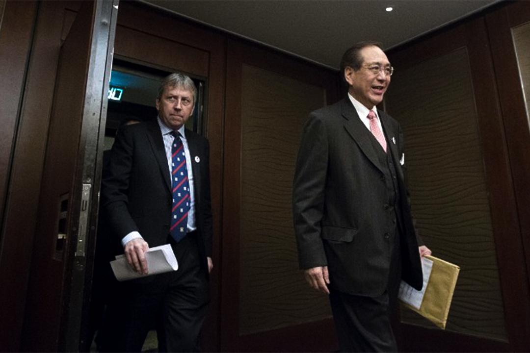 李國章去年1月出任校委會主席後,一直盛傳馬斐森權力因而被架空。圖為兩人於2016年1月會見傳媒。
