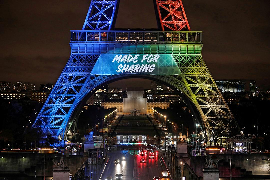 2017年2月3日,巴黎鐵塔上顯示了申請2024年奧運會口號。