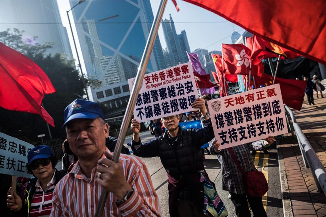2017年2月18日,有市民在七警案作出裁決後,仍然參與遊行表示支持香港警察。