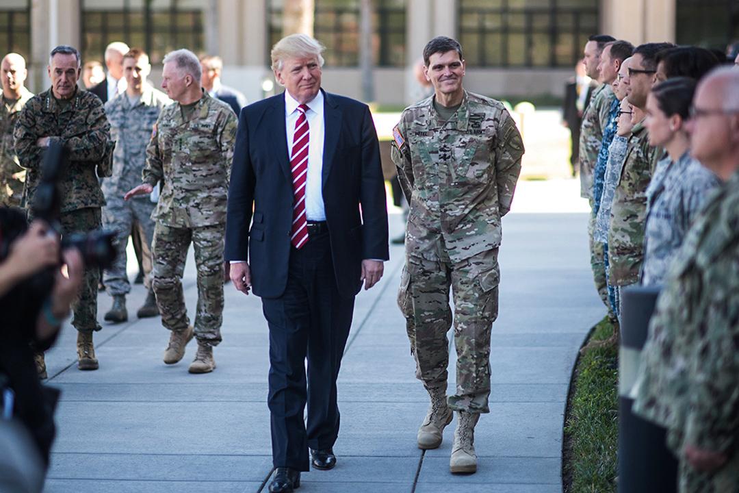 2017年2月6日,特朗普上任後首次於美國佛羅里達州坦帕麥克迪爾空軍基地視察美軍中央司令部和特種作戰司令部。