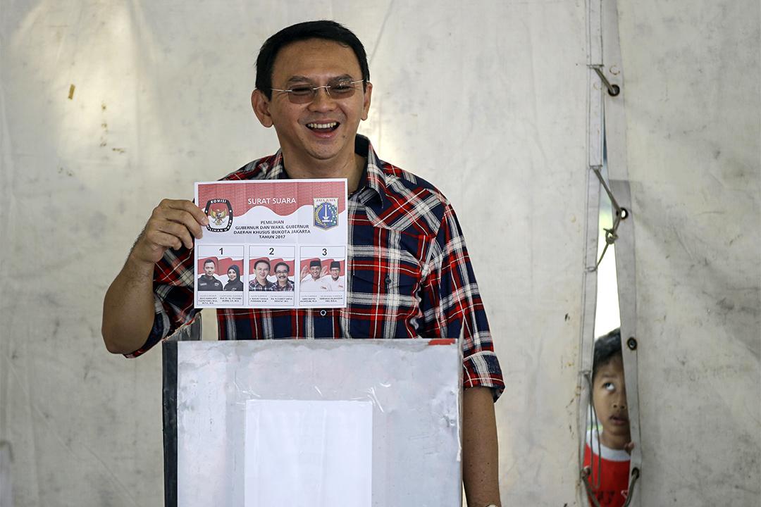尋求連任的現任省長鍾萬學 (Basuki Tjahaja Purnama) 。