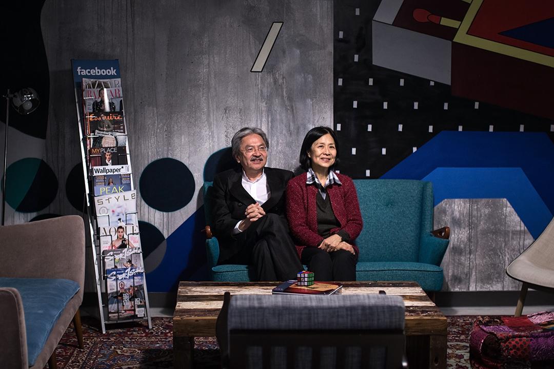 曾俊華及其太太參觀Facebook香港辦公室。