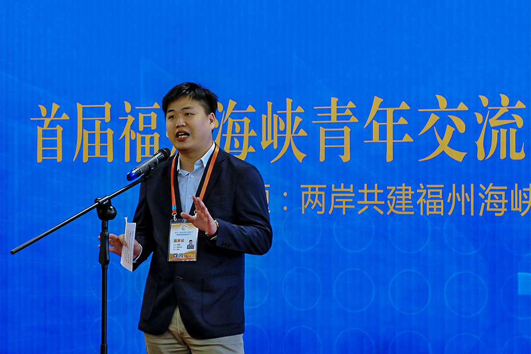 兩岸青年、青創相關的賽事和交流活動十分頻繁。圖為2016年8月13日,台灣學子在福州的兩岸青年共建海峽青年交流體驗營地上作出分享。