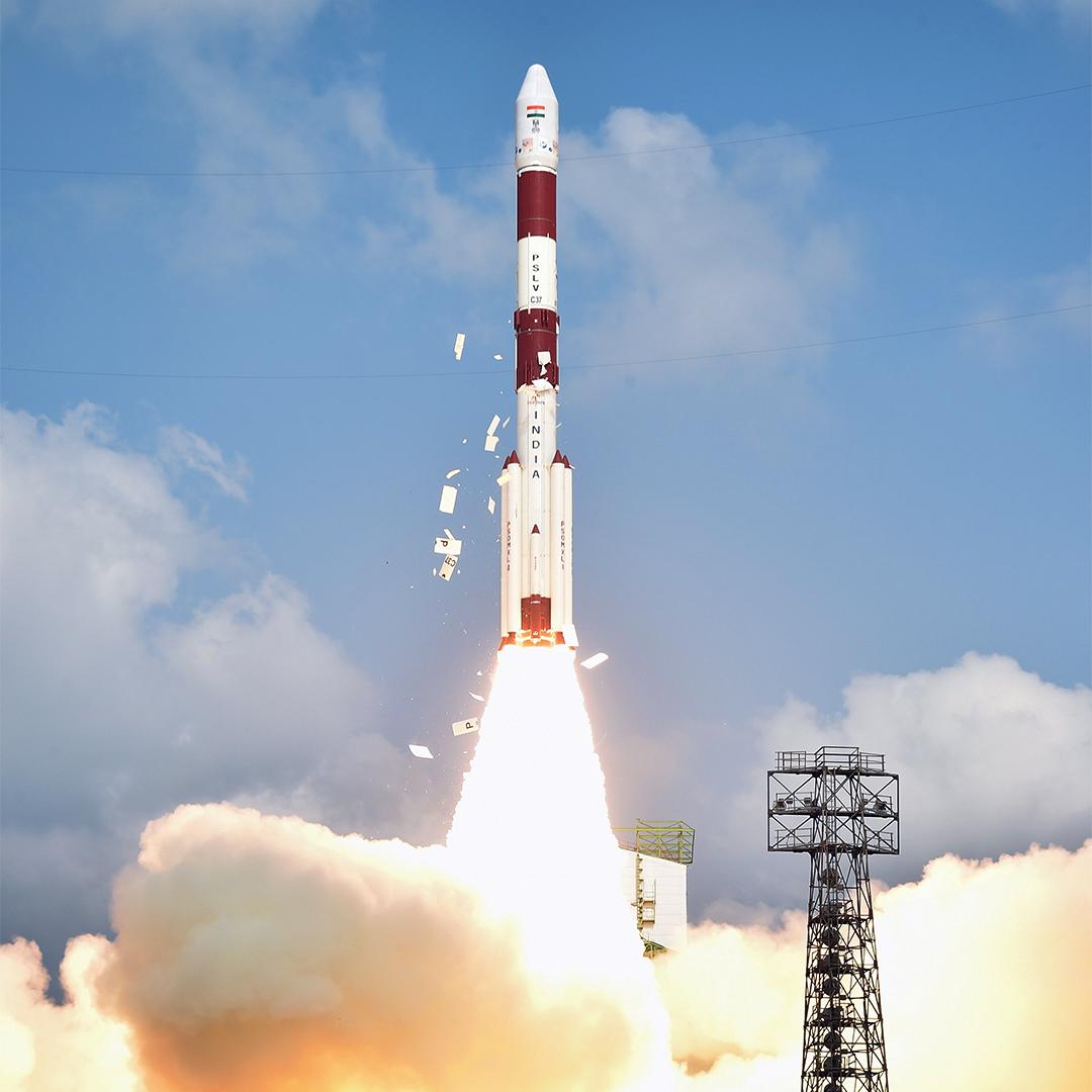 當地時間2017年2月15日,運載104顆衞星火箭PSLV-C37從薩迪什-達萬航天中心發射升空。