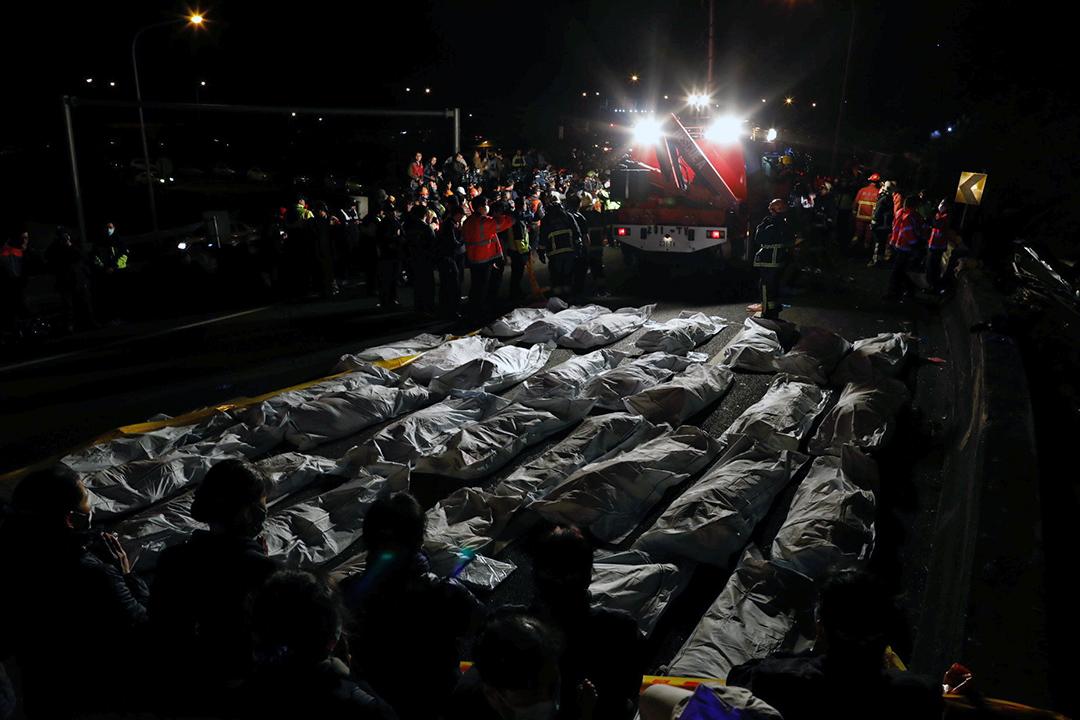 2月13日,蝶戀花旅行社遊覽車在國道發生嚴重車禍,導致33人死亡。