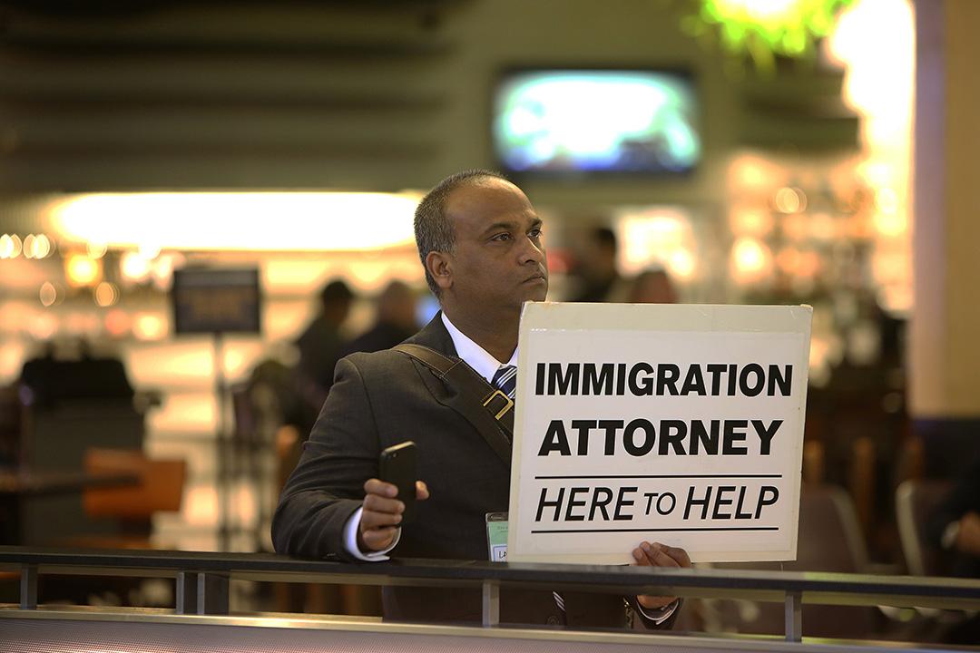 2017年1月31日,美國洛杉磯,律師自願地於洛杉磯國際機場為被拒入境人士提供協助。 。