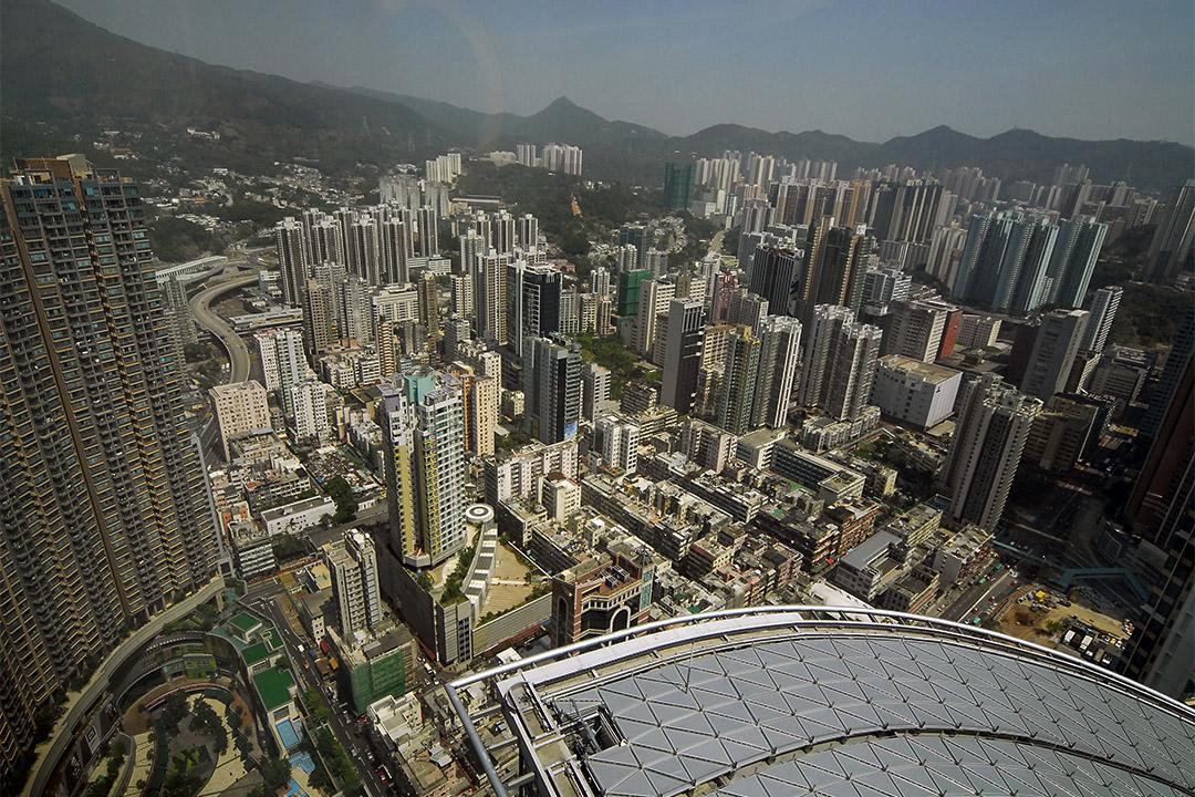 梁锦松指香港年輕人面臨無法上樓、無法向上流、沒法上位的三大發展困難。